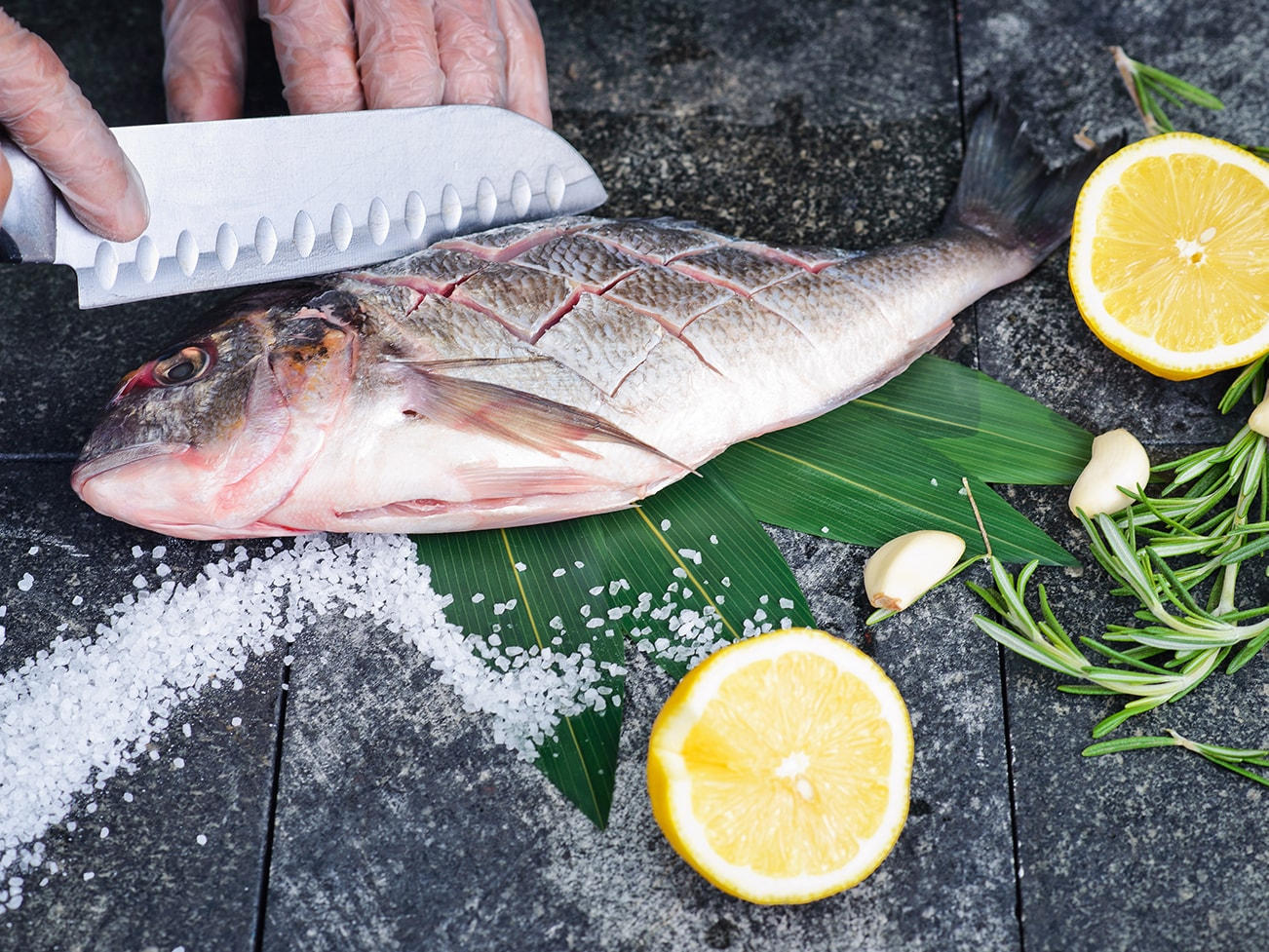 process-of-cooking-dorado-fish-with-lemon-olive-1300×979-min